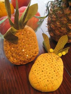 Pineapple Pincushion Vintage Sewing Notions, Vintage Sewing Machines, Sewing Spaces, Sewing Rooms, Ocean Crafts, Pineapple Pattern, Tatting Patterns, Sewing Accessories, Cute Crafts