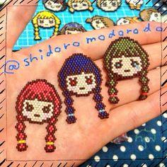 By shidoromodorodo - #ビーズ #ビーズステッチ #シェイプドステッチ #ブリックステッチ #デリカビーズ #三つ編み #おんなのこ #ブローチ #beads #beadsstitch #shapedstitch #brickstitch #miyuki #miyukibeads #delica #delicabeads #handmade #brooch #braid #girl #kawaii #cute