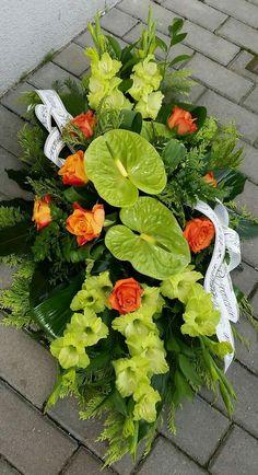 Pogrzebowe Arrangement Floral Rose, Unique Flower Arrangements, Flower Centerpieces, Flower Decorations, Grave Flowers, Cemetery Flowers, Church Flowers, Arte Floral, Deco Floral