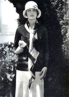 Lee Miller in Chanel jersey, hat by Reboux. c. 1928. Images from In Vogue, by Georgina Howell (Condé Nast Books, 1991).