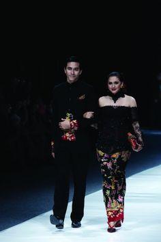 By Anne Avantie Catwalk Fashion, Kebaya, Jakarta, Traditional Dresses, Southeast Asia, Bangkok, Philippines, Singapore, Bali