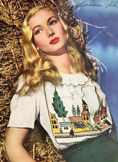 Veronica Lake, 1943 - oh how I love her wonderful street scene novelty print top. #vintage #1940s #actresses #hair #fashion