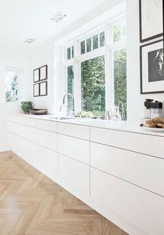 15 Extraordinary Kitchen Interior Design Ideas Are Very Beautiful Minimalist Kitchen Beautiful Design extraordinary Ideas Interior kit Kitchen Modern Minimalist House, Minimalist Kitchen, Minimalist Style, Minimalist Decor, Modern Kitchen Design, Interior Design Kitchen, Modern Interior, Home Interior, Modern Decor