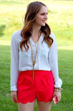 scalloped shorts and a white portofino blouse with a tassel necklace on a memory of us Preppy Outfits, Short Outfits, Chic Outfits, 2014 Trends, Hot Pants, Clothes For Women, Work Clothes, My Style, Style Blog