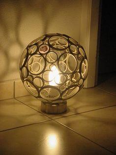 """Lampe d'ambiance """"bulle"""" en rouleaux de carton"""