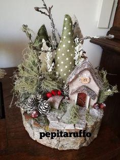 Wall Christmas Tree, Custom Christmas Ornaments, Homemade Christmas Decorations, Christmas Makes, Homemade Christmas Gifts, Christmas Centerpieces, Christmas Themes, Christmas Fun, Christmas Wreaths