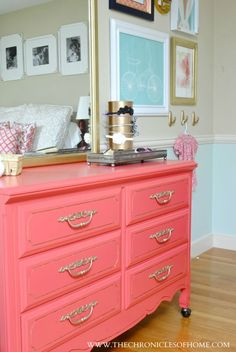 Coral and gold dresser + small gallery wall elements - Home Decor Pin Home Living, Apartment Living, Home Bedroom, Bedroom Decor, Bedroom Furniture, Furniture Ideas, Bedrooms, Gold Dresser, Mirrored Dresser