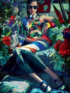 Waleska Gorczevski by Zee Nunes for Vogue Brazil November 2013, mixed patterns, patterned textiles: