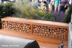 Strakke bank met vakken voor haardhout 'Inside Out' - Tatton Park Flowershow 2011