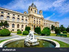 Vienna, Austria. Beautiful View Of Famous Kunsthistorisches (Fine Arts Museum) With Park Maria-Theresien-Platz And Sculpture In Vienna, Austria 库存照片 310594259 : Shutterstock