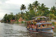 Hoy la lluvia no nos ha dejado disfrutar de la #houseboat en los #backwaters de #Kerala. Marchamos a TamilNadu para volver en unos días y poder disfrutar de esta experiencia. A veces las cosas no salen como uno quiere pero hay que tomar decisiones asi que lo mejor de nuestro día ha sido volver a tomar el #tren en #India que ya echabamos de menos... #felizfindesemana #elviajemehizoami #unavidaviajera