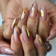SIMPLE Nail art on round shaped nails | nude nails | unas | foil nail art| @pelikh_ nailz