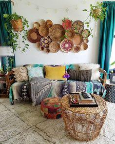 Deco Boheme Chic, Decoration, Plaid, The Originals, Houses, White Fur, Hanging Plant, Driftwood Jewelry, Decorative Pillows