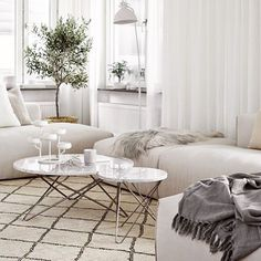 We love this beautiful living room and the @oxdenmarq tables of course. ✔️ #interiordesign #oxdenmarq #decoration