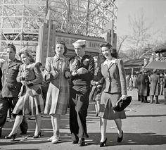 Glen Echo, Maryland. Servicemen and girls at the amusement park, 1943.