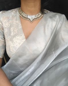 Wanted to style this saree from just for funz today and oh my lord, i want to wear it to work everyday for a month 😂😂 SO… Indian Dress Up, Indian Gowns Dresses, Cotton Saree Designs, Saree Blouse Designs, Trendy Sarees, Stylish Sarees, Indian Designer Outfits, Indian Outfits, Indian Attire