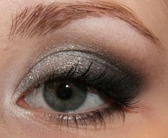Desire Beauty Blog: AMU: Silvester Blogmob Silvester Make Up, New Years Eve Makeup, Make Up Inspiration, The Beauty Department, Braut Make-up, Bright Eyes, 1960s Fashion, Eye Make Up, Big Hair