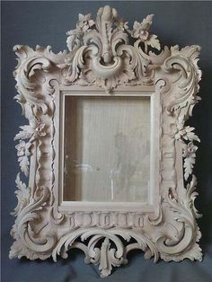 heraldry in wood Wood Carving Art, Wood Art, Home Confort, Mirrored Picture Frames, Antique Pictures, Carving Designs, Rococo Style, Wood Sculpture, Decoration