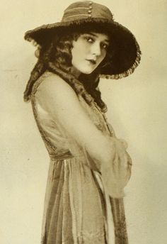 Mary Pickford, 1917--for the Van Gogh Cafe