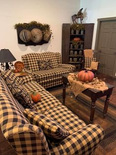Prim Decor, Primitive Furniture, Farmhouse Homes, Hearth, Living Room Decor, Comforters, Things To Sell, Blanket, Bed