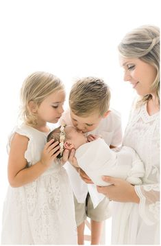 Newborn Photography Boy With Sibling Family Pictures 17 Ideas Newborn Sibling Pictures, Newborn Poses, Newborn Session, Sibling Poses, Newborn Twins, Lifestyle Newborn Photography, Newborn Sibling Photography, Photography Props, Children Photography