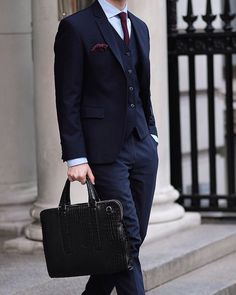 Suit details 👔  #mrmchale #fashionblogger #fashioninspo #outfitoftheday #ukblogger #londonblogger #menwithstyle #mensfashion #menstyle #mensstyle #styletip #fblogger #ootd #ootdmen #malemodel #maleblogger #whatiwore #fbloggers #fashionblog #menwithstreetstyle #menswear #dapper #gentlemanstyle #mensfashiontips #guysfashion #guysstyle #guystyle #guyswithstyle #menwithclass