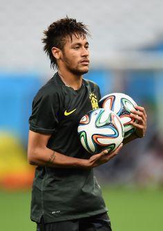 Neymar: a soccer player with balls! Neymar Jr, Neymar Football, Football Icon, Football Is Life, Football Fans, Football Players, Nba Basketball, Neymar Brazil, Good Soccer Players