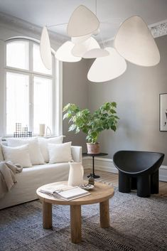 COCO LAPINE DESIGN -COCO LAPINE DESIGN Salons Cosy, Small Sofa, Minimalist Home Decor, Small Furniture, Round Dining Table, Interior Design Inspiration, Design Ideas, Cozy House, Home And Living