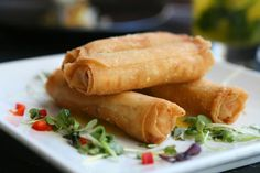 These Southwestern Egg Rolls are filled with all of your favorite ingredients! Indian Food Recipes, Asian Recipes, Vegetarian Recipes, Appetizer Dishes, Appetizer Recipes, Southwestern Egg Rolls, Vegetarian Spring Rolls, Chinese Appetizers, Cooking Chinese Food