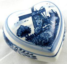 Delfts Heart TRINKET BOX Dish Holland vintage blue white Windmill