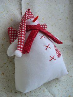 snehuliačik s krídlami je vyrobený z kvalitnej bavlny + vyplnený polyesterovým rúnom, noštek je z umelej hnoty prišitý na kríž, krásna dekorávia v zimnom období kdekoľvej si budete priať okno, polička , detská posteľ, lahulinký ako sniežik , výška cca 20 cm Christmas Stockings, Textiles, Sewing, Holiday Decor, Handmade, Home Decor, Needlepoint Christmas Stockings, Dressmaking, Hand Made