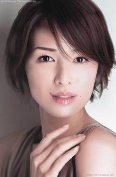 吉瀬美智子の上品なショートヘア特集*オーダー方法やセットのやり方【動画】も!   YOTSUBA[よつば]