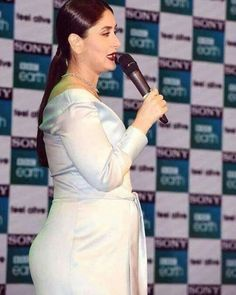 padukone Gorgeous looks ❤🌹 Kareena Kapoor Pregnant, Kareena Kapoor Bikini, Kareena Kapoor Khan, Deepika Padukone, Indian Bollywood Actress, Bollywood Fashion, Indian Actresses, Bollywood Stars, Karena Kapoor
