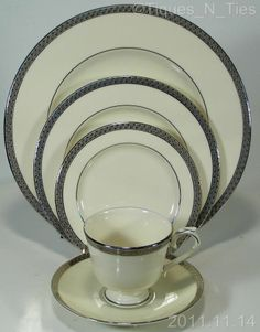Lenox Fine China Montclair Platinum Trim 16-1/4\