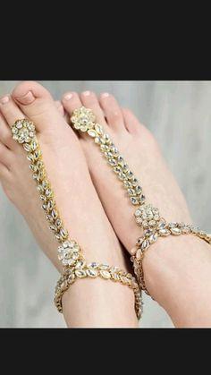 Foot Jewelry Wedding, Beach Wedding Shoes, Wedding Jewelry, Wedding Gold, Beach Weddings, Wedding Prep, Wedding Ideas, Barefoot Sandals Wedding, Ankle Jewelry
