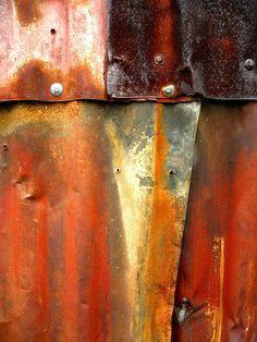 Patina as photographed by Natasha Wheatland; great Metal Effects inspiration. Wabi Sabi, Foto Macro, Rusty Metal, Corrugated Metal, Peeling Paint, Texture Art, Tactile Texture, Oeuvre D'art, Textures Patterns