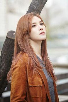 Female Singers, Korean, Leather Jacket, Long Hair Styles, Jackets, Beauty, Fashion, Studded Leather Jacket, Down Jackets