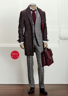 COAT US031CP 2I1403 - SUIT UA81 2I2815 - SHIRT UC C H499242 - SHOES USSMERO N10102 - BAG UVSMILA N70102 - POCKET SQUARE