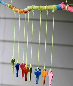 Top 10 DIY Recycled Projects - great way to use up all those old keys that you have no idea what they go to. - A great project for kids, and if you don't have old keys, I bet the charity shops will. Crafts To Do, Arts And Crafts, Kids Crafts, Old Key Crafts, Easy Crafts, Recycler Diy, Carillons Diy, Easy Diy, Recycled Crafts Kids