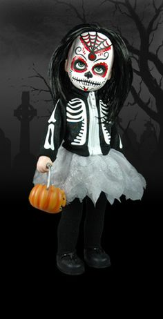 Living Dead Dolls, Such cute little dolls. Creepy Baby Dolls, Spooky Halloween Decorations, Halloween Ideas, Living Dead Dolls, Halloween Doll, Halloween Party, Haunted Dolls, Gothic Dolls, Monster High Dolls