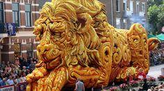 Corso Zundert è una parata annuale che si svolge in Olanda, in cui sfilano carri…
