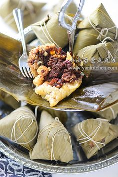 Sweet Rice Dumplings with Red Beans and Jujubes Wrapped in Bamboo Leaves — Yankitchen Meat Recipes, Asian Recipes, Cooking Recipes, Tamales, Blueberry Yogurt Popsicles, Asian Buns, Authentic Chinese Recipes, Red Bean Paste, Asian Grocery