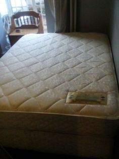 QUEEN SIZE BED BASE AND MATTRESS FOR SALE.THE BED IS IN A EXCELLENT CONDITION. WE CAN DELIVER THE BED FOR A EXTRA DELIVERY FEE. PLEASE PHONE OR WHATSAPP ME ON 0738255907