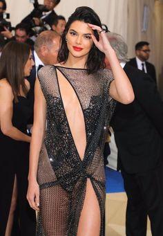 Kendall Nicole Jenner Fashion Style — May 2017 - 2017 MET Gala at The Metropolitan. Kendall E Kylie Jenner, Vanity Fair Oscar Party, Mini Vestidos, Costume Institute, Vogue Australia, Kardashian, Lace Dress, Celebrity Style, Ideias Fashion