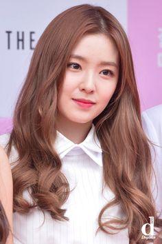 Resultado de imagem para red velvet irene Good to know about your help Goodle in to see Park Sooyoung, Seohyun, Snsd, Seulgi, Irene Red Velvet, Korean Hair Color, Red Velet, Rapper, Velvet Hair