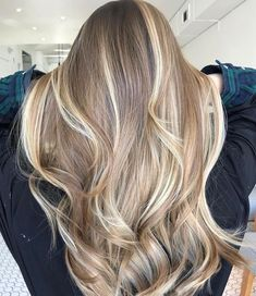 Are you going to balayage hair for the first time and know nothing about this technique? We've gathered everything you need to know about balayage, check! Baliage Hair, Balayage Hair Blonde, Blonde Hair Looks, Brunette Hair, Hair Highlights, Golden Highlights, Natural Blonde Highlights, Pinterest Hair, Curly Hair Styles