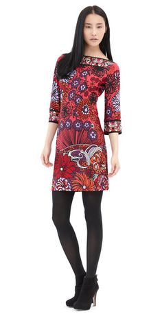 We love our classic Sophia in this fun abstract flower print!