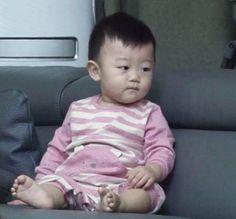 Superman Cast, Superman Kids, Korean Babies, Asian Babies, Adorable Pictures, Family Goals, Minho, Happy Sunday, Cute Babies