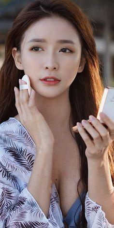 Brunette Beauty, Foto Pose, Asia Girl, Beautiful Asian Women, Asian Woman, Pretty Woman, Asian Beauty, Cute Girls, Sexy Women