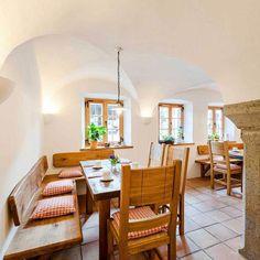 Bauernhofurlaub mit Naturbadeteich in hochwertig ausgestatteten Luxus 5-Sterne Ferienwohnungen in denkmalgeschütztem Bundwerkstadel Seeon Chiemsee Bayern